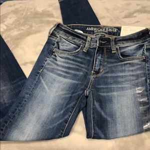 NWT SIZE 2 American eagle jeans